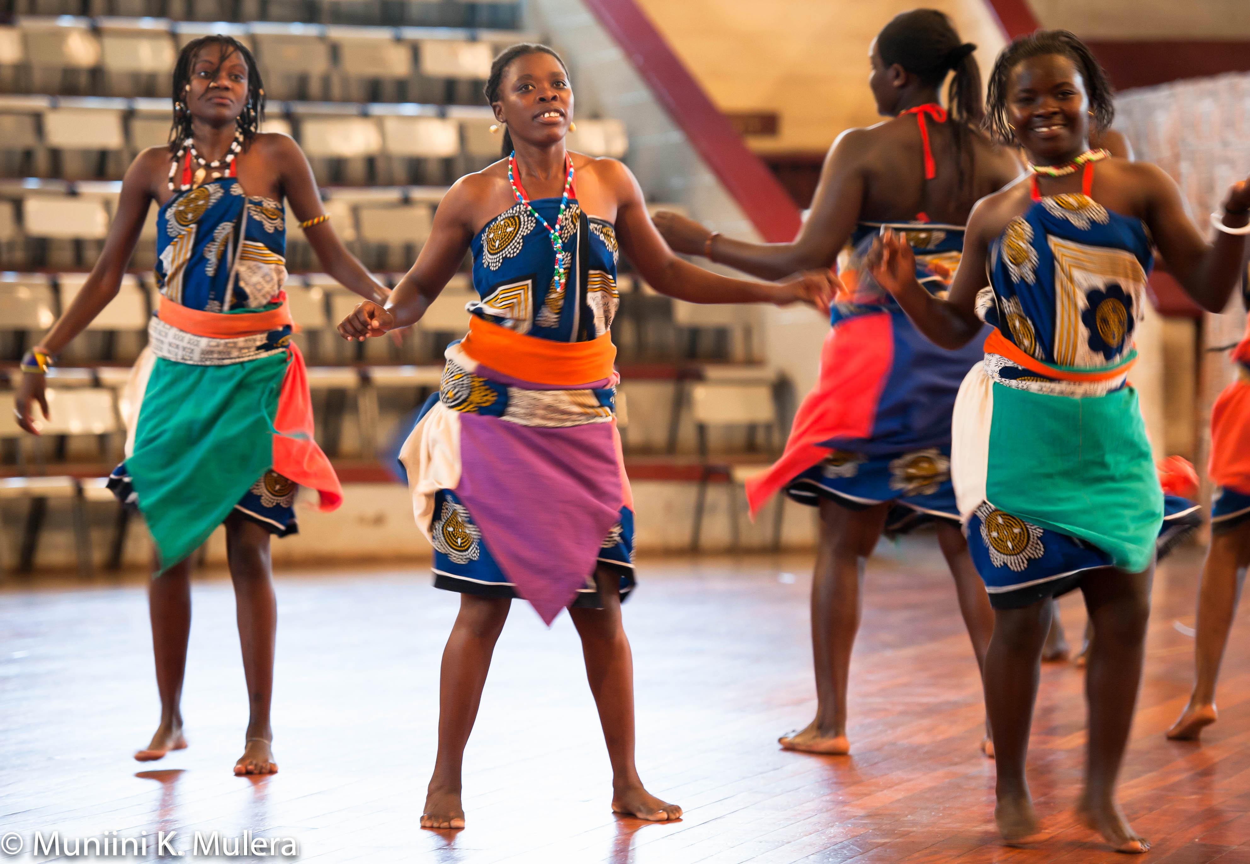 Bomas of Kenya female dancers_